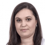 Ela, razem z Anią i Ewą zajmuje się projektem Kolejkoskop.pl. Każdego dnia dzwoni do placówek onkologicznych i zdobywa rzetelne informacje o terminach zapisów na badania w ramach NFZ.