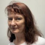 Ewa, razem z Anią i Elą zajmuje się projektem Kolejkoskop.pl. Każdego dnia dzwoni do placówek onkologicznych i zdobywa rzetelne informacje o terminach zapisów na badania w ramach NFZ.