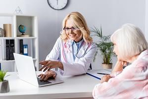 Wydłużenie hormonoterapii zmniejsza ryzyko nawrotu raka piersi